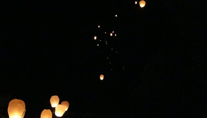 Lâcher de lanternes célestes mariage